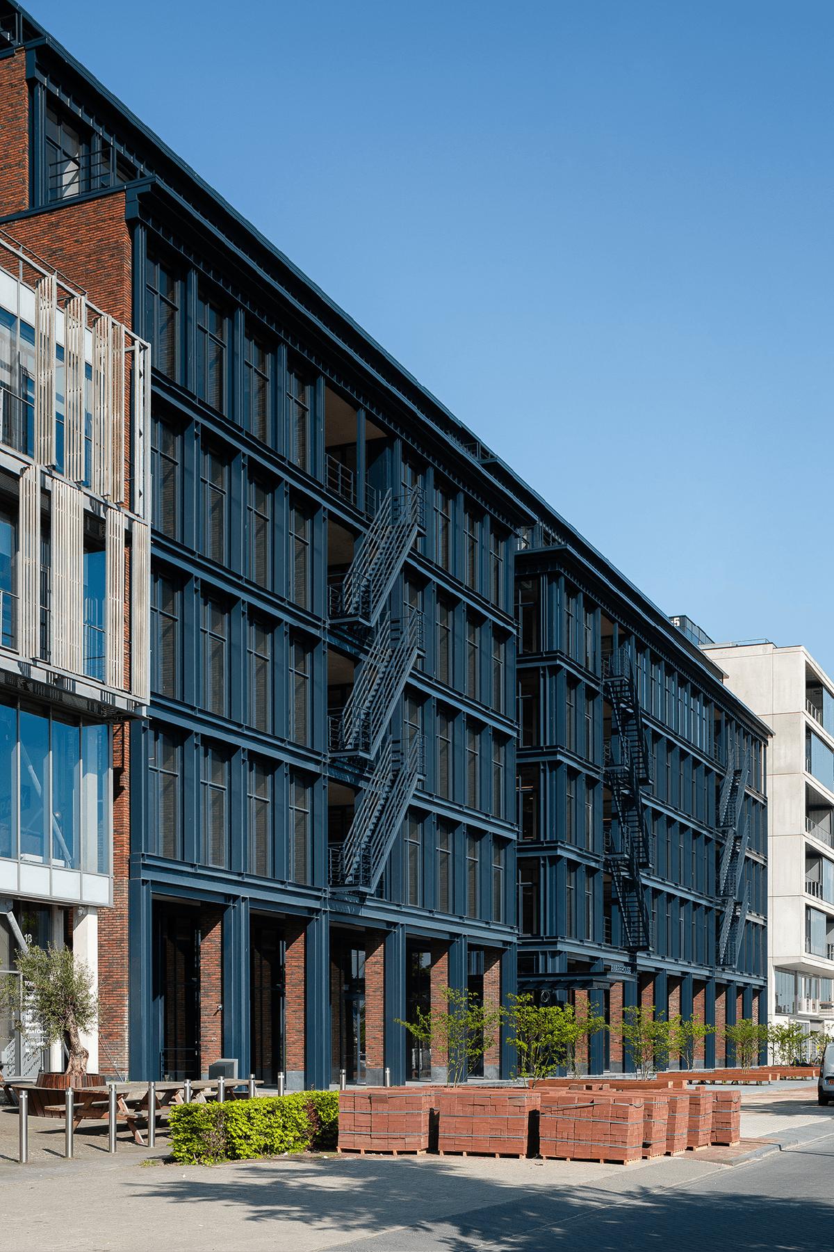 Homines-bouw-awarehouse-kantoorgebouw-parkeerplaats-amsterdam-2