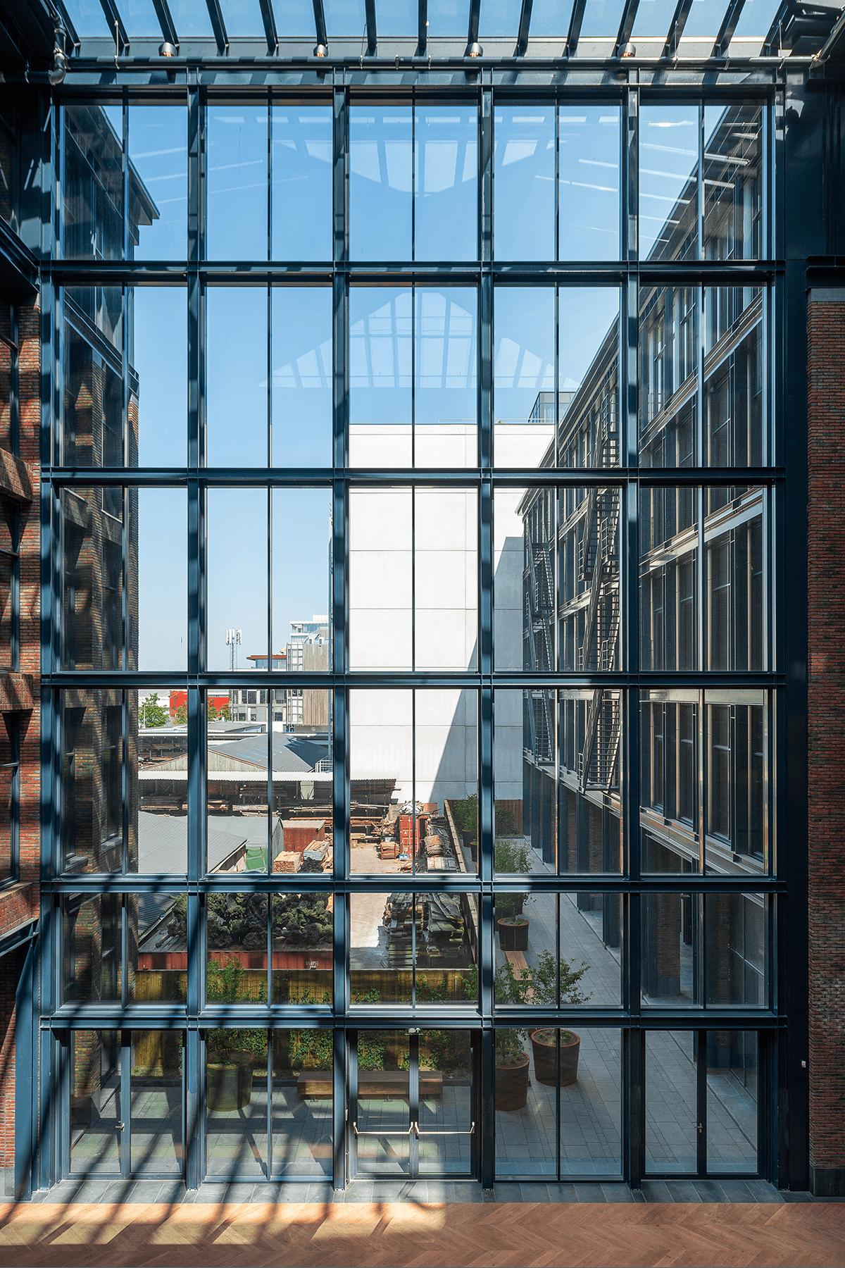 Homines-bouw-awarehouse-kantoorgebouw-parkeerplaats-amsterdam-5
